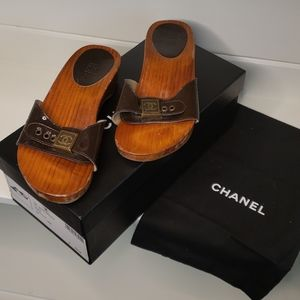 CHANEL Shoes - Chanel Dk Brown Wood Patent Leather Mules Sz 36